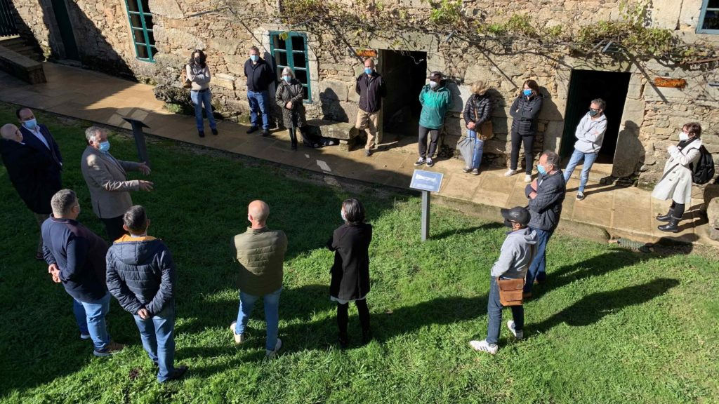 O Concello de Malpica recibe a visita do vicepresidente da Deputación da Coruña, Xosé Regueira, e do alcalde do Concello de Oleiros e deputado provincial, Ángel García Seoane