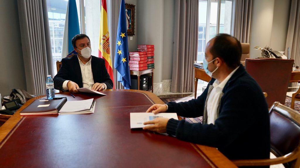 Reunión entre o alcalde de Malpica, Walter Pardo Añón, e o presidente da Deputación Provincial da Coruña, Valentín González Formoso