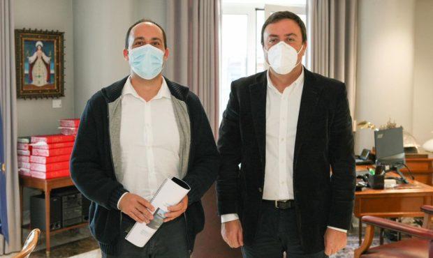 Reunión do alcalde de Malpica, Walter Pardo Añón y el presidente de la Deputación de A Coruña, Valentín González Formoso